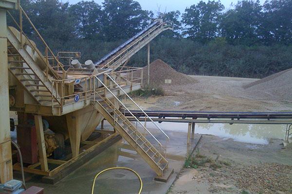 Rampe de lavage pour usine de granulat