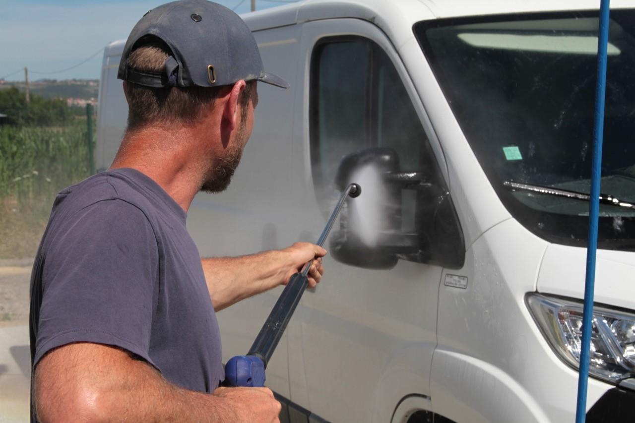 Le lavage de véhicule à la haute pression